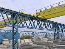 2 Prozess-Brückenkrane in einem Betonwerk